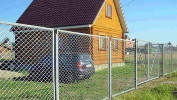 как правильно сделать забор из сетки рабицы фото