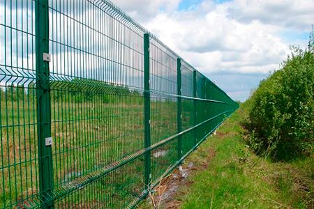 как сделать забор из сварной сетки фото